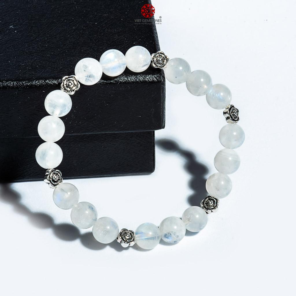 Chiếc vòng đá Mặt trăng phối charm hoa bạc xinh xắn